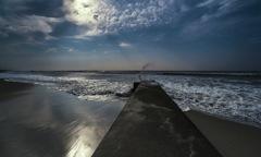 台風余波の海 2