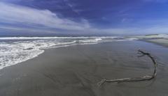青い空、白い波