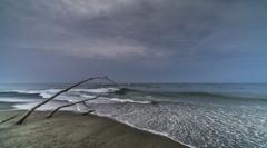嵐の後の波打ち際