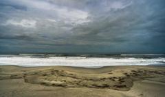 雨上がりの波打ち際
