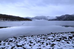 名残雪の朝