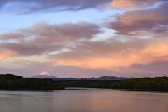 朝焼けの狭山湖