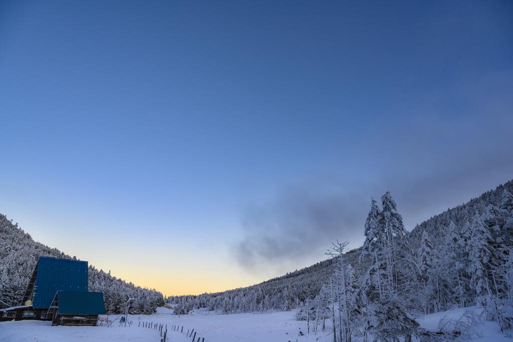 夕暮れの縞枯山荘