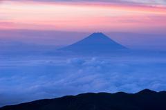 雲上の霊峰