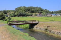 古くて小さな橋