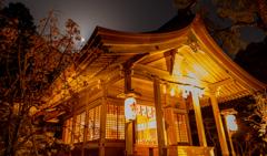 竈門神社の桜と月