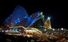 ライトアップしたオペラハウス
