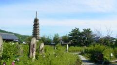 石仏さんと十三重石宝塔。