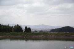井寺池より二上山を望む