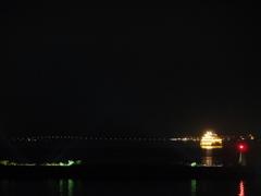 夜の湖(うみ)
