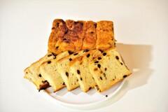 デニッシュ生地のレーズンとオレンジピールのパン