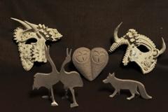 素焼きの仮面と動物たち