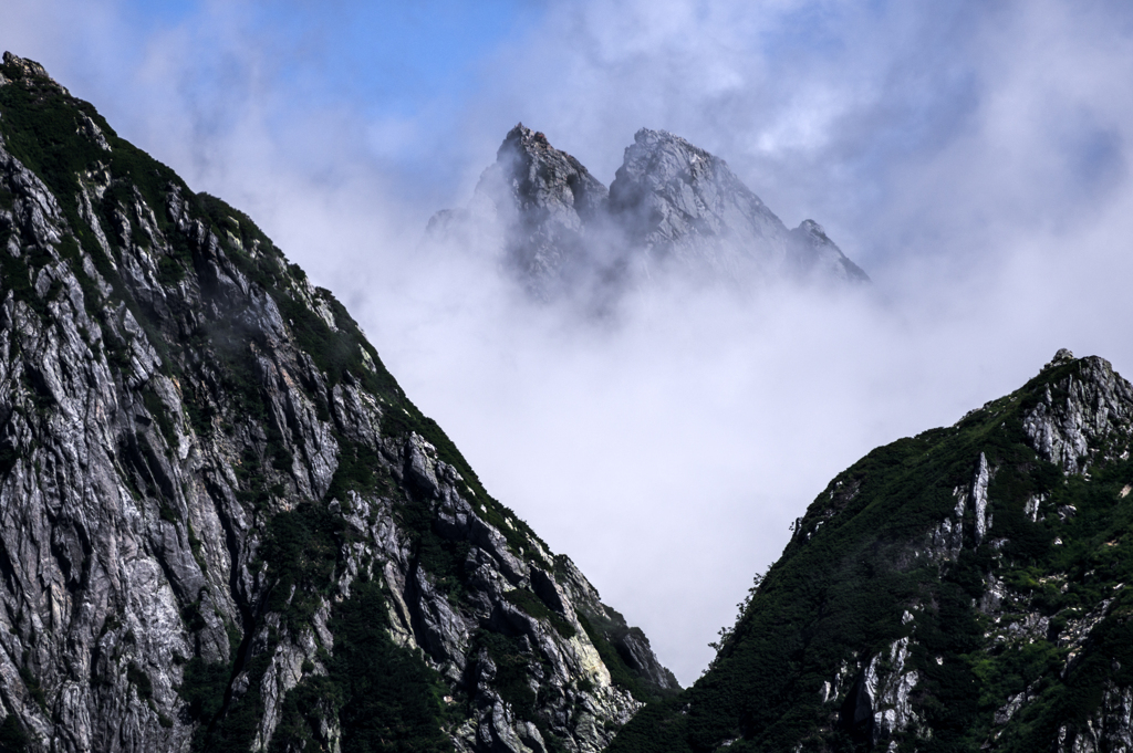 雲上の岩峰