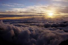 雲海に沈みゆく