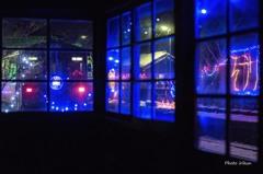 待合室から見る雪