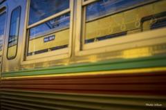 青い空と幸せ色の電車