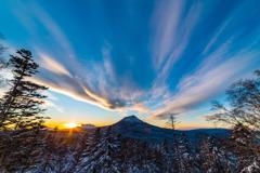 北海道 双岳台より夕景の雄阿寒岳、雌阿寒岳を望む