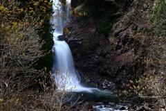 浅春のしらぶ大滝