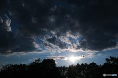曇り空からの落日