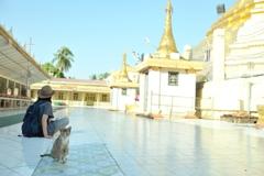 金ぴか寺院と青い空