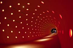 瞬くトンネル