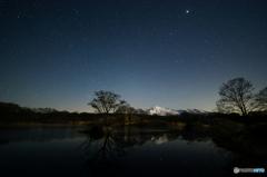 春の冬師・月没前