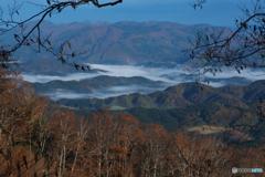 朝霧が覆う里
