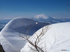 雪曲線と岩手山