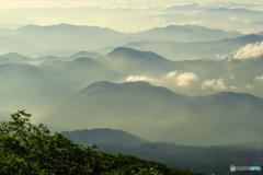 朝霞の山並み