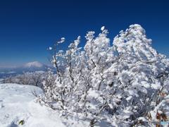 山頂霧氷と岩手山