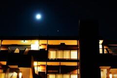 月と木星と新築マンション
