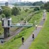休日の多摩川遊歩道