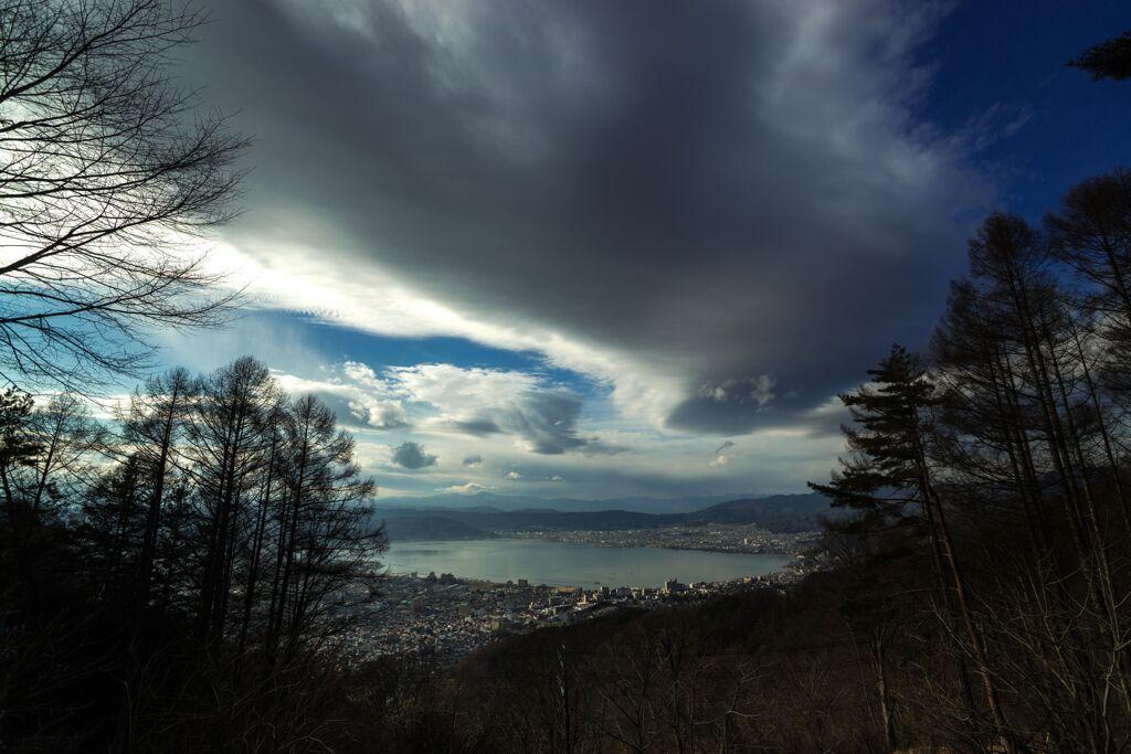 諏訪湖と町