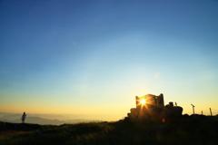 山頂の朝陽