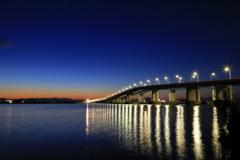 黎明の琵琶湖大橋
