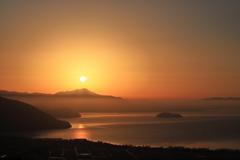 朝陽に輝く