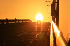朝陽に向かって