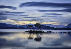 静かな湖畔にて