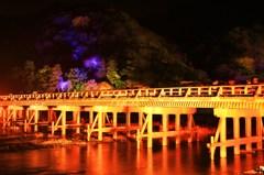 浮かび上がる渡月橋