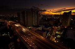 夕日と台風