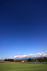 青い空 赤い屋根 緑の大地