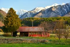 爺ガ岳を望む家7 春