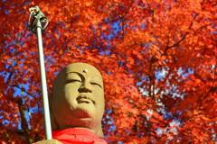 壬生寺の地蔵と紅葉