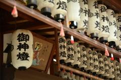 御苑・厳島神社の御神燈