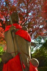 壬生寺の地蔵と紅葉2