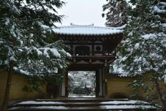 龍翔寺・山門 雪景
