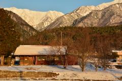 爺ガ岳を望む家10