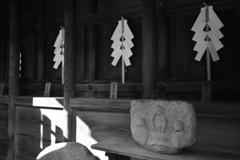 西院春日神社の三猿