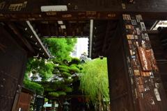 六角堂山門の千社札3