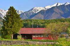 爺ガ岳を望む家3